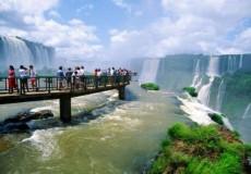Pasarela para recorrer en tu viaje a Cataratas del Iguazu